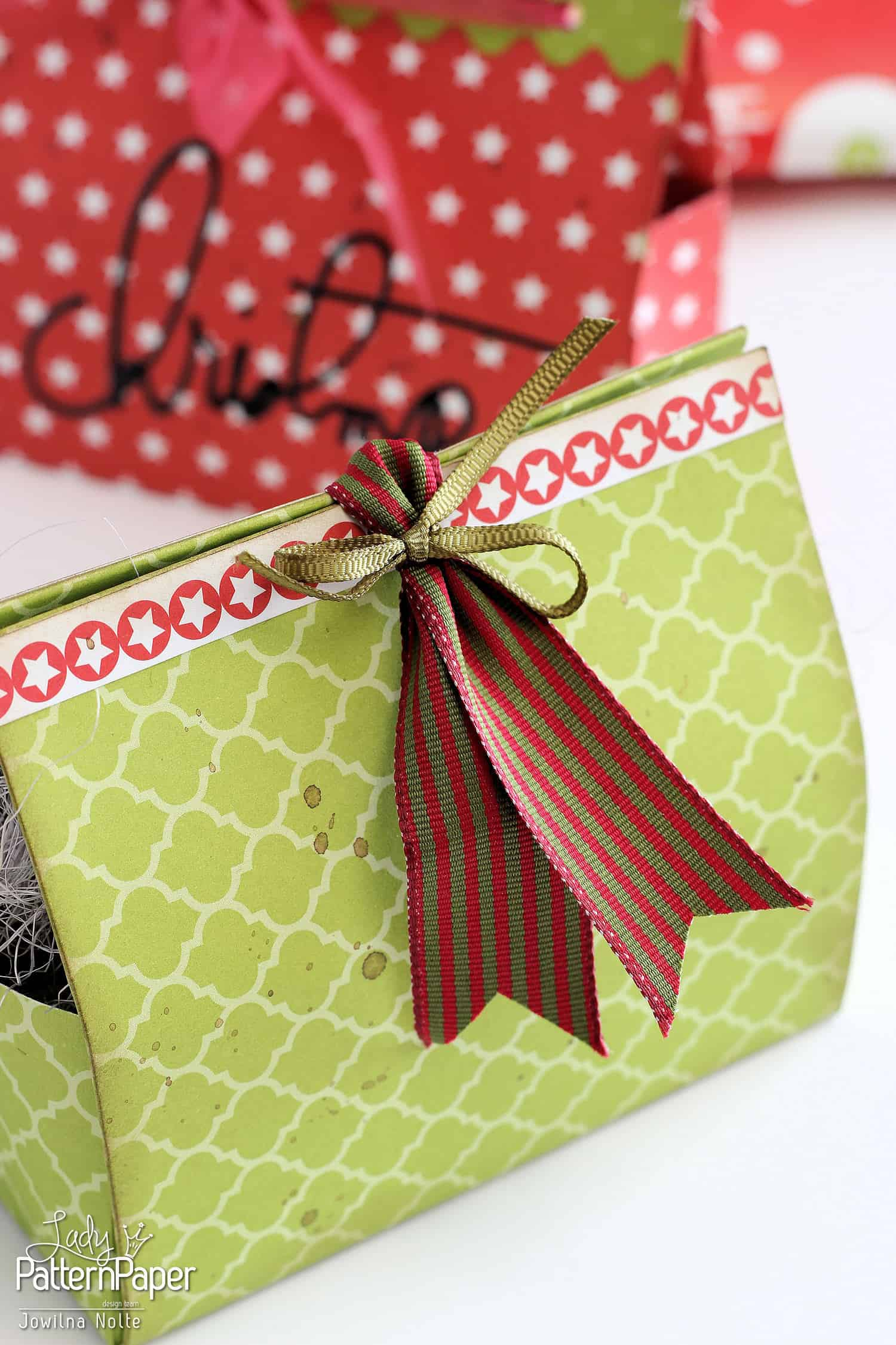about the gift essay The story the simple gift by steven herrick, focuses on billy, who is a sixteen year old boy living in australia billy reveals himself as a reject, a thief and a troubled character who rejects school.