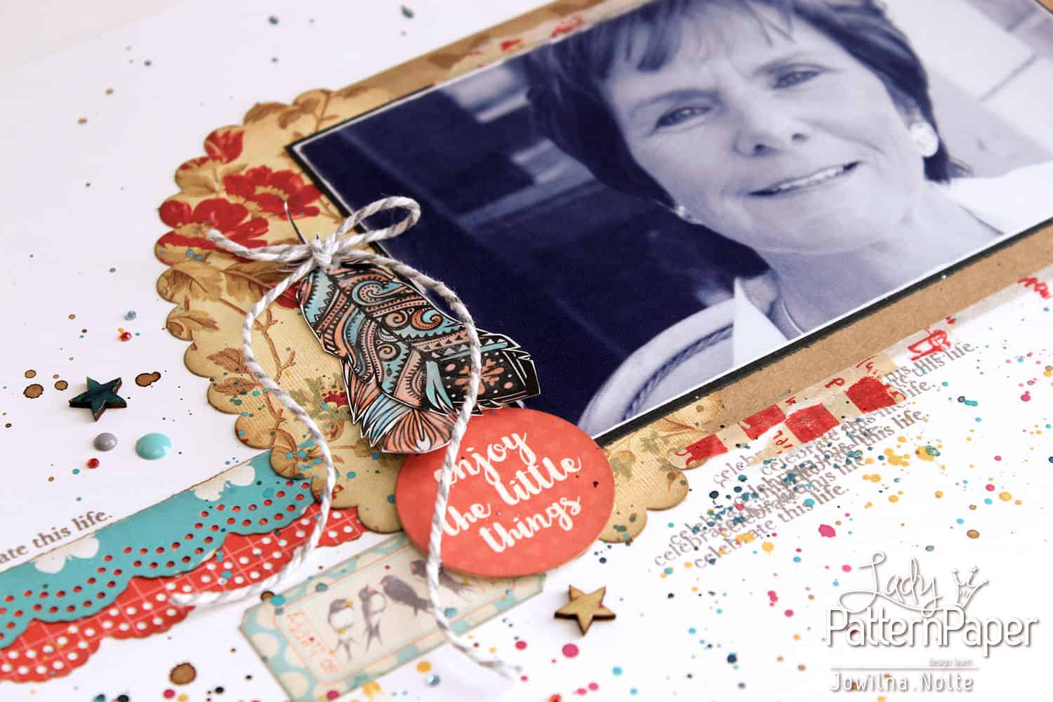 Single Page Layout - Scalloped Details